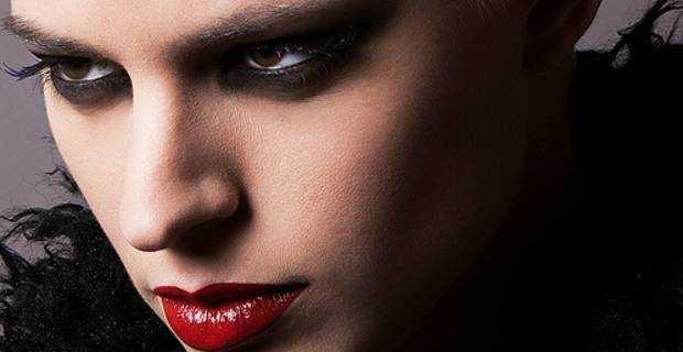рок-макияж с красной помадой